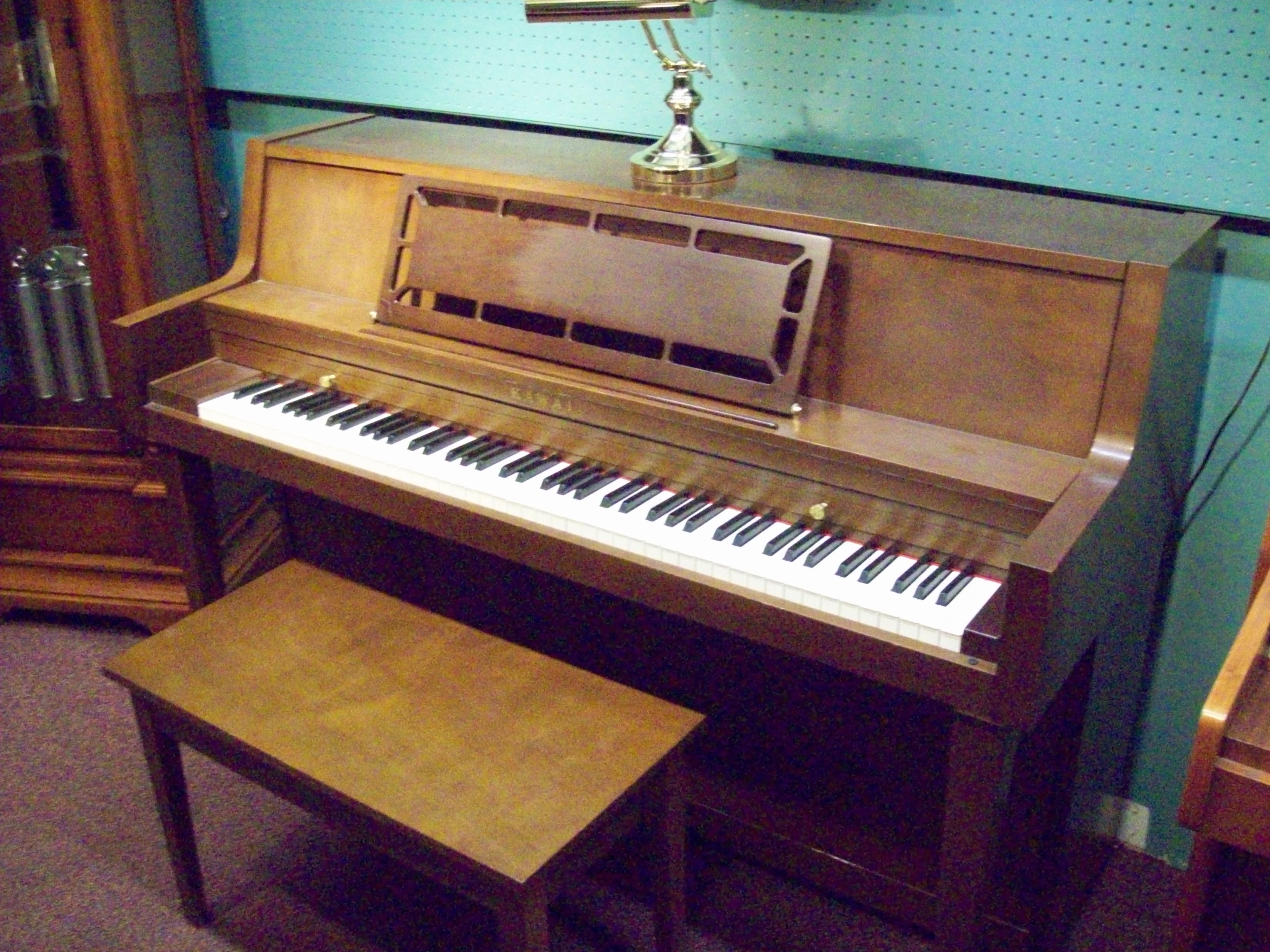 Used pianos grand upright telep pianos oshawa 905 433 1491 for Small grand piano